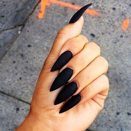 Stiletto Manicure Black Matte