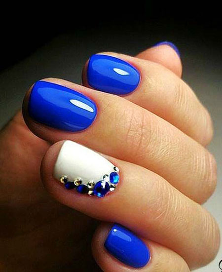 Manicure Blue But Simple