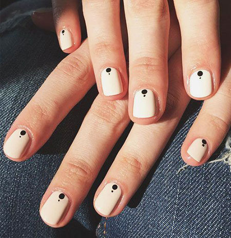 Black Minimalist Manicure Ideas